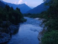 paesaggi fiume e montagna
