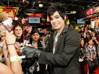its adam lambert signing auto graphs